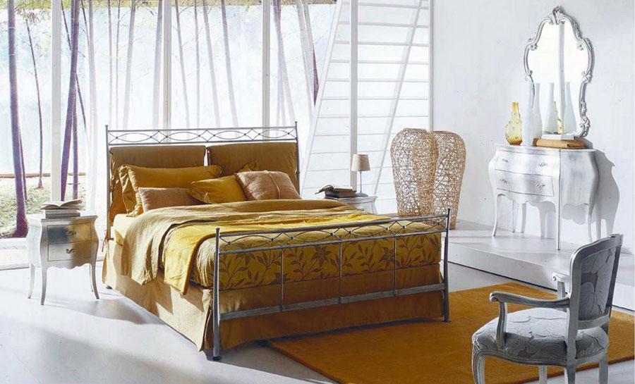 Modello di letto matrimoniale in ferro battuto di design n.18