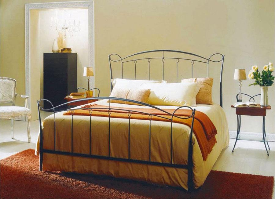 Modello di letto matrimoniale in ferro battuto di design n.19