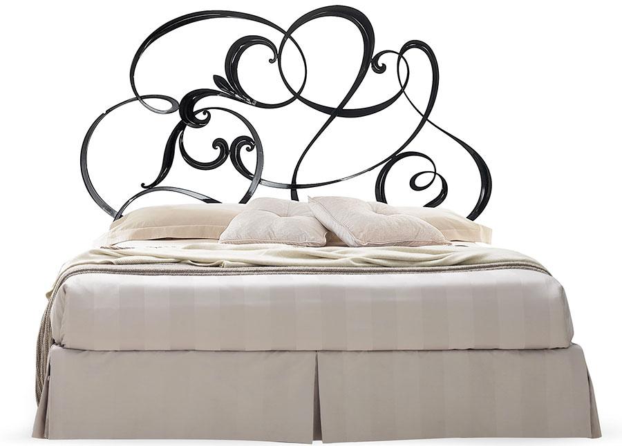 Modello di letto matrimoniale in ferro battuto di design n.21