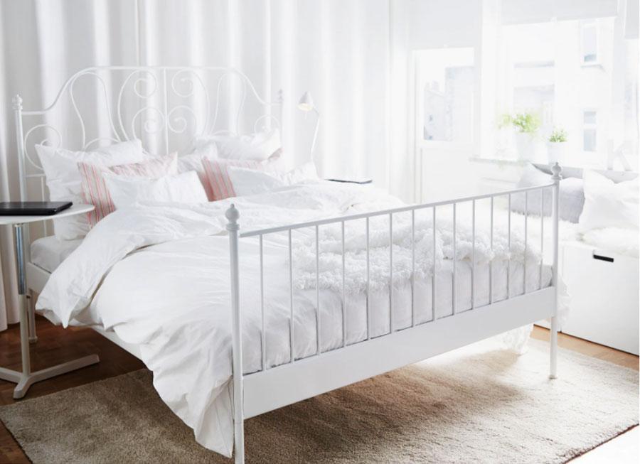 Modello di letto matrimoniale in ferro battuto Ikea n.01