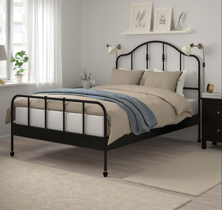 Modello di letto matrimoniale in ferro battuto Ikea n.02