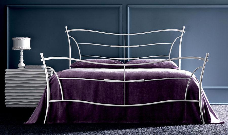 Modello di letto matrimoniale in ferro battuto moderno n.02