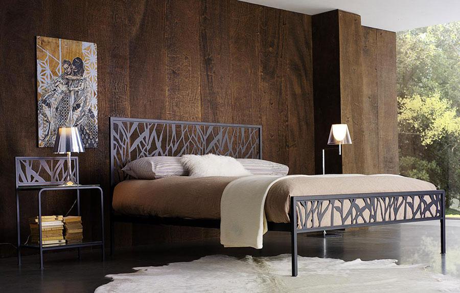 Modello di letto matrimoniale in ferro battuto moderno n.03