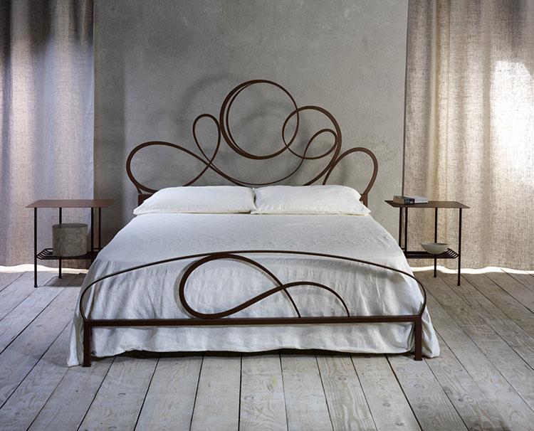 Modello di letto matrimoniale in ferro battuto moderno n.04