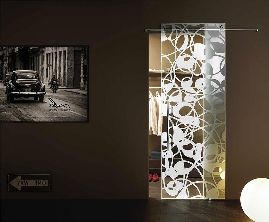 Porte scorrevoli in vetro per interni dal design moderno - Porta in vetro scorrevole ...