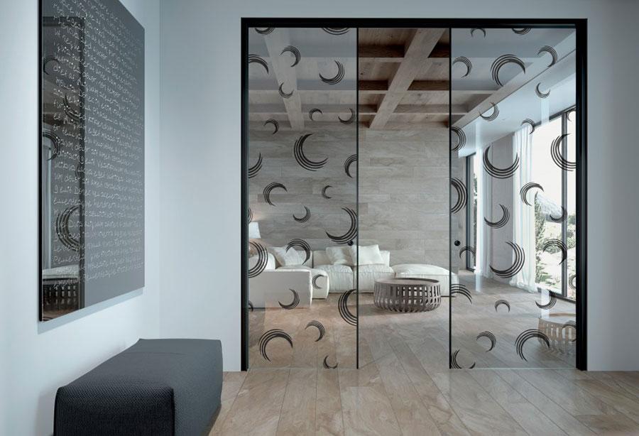Porte scorrevoli in vetro per interni dal design moderno for Porte d arredo in vetro