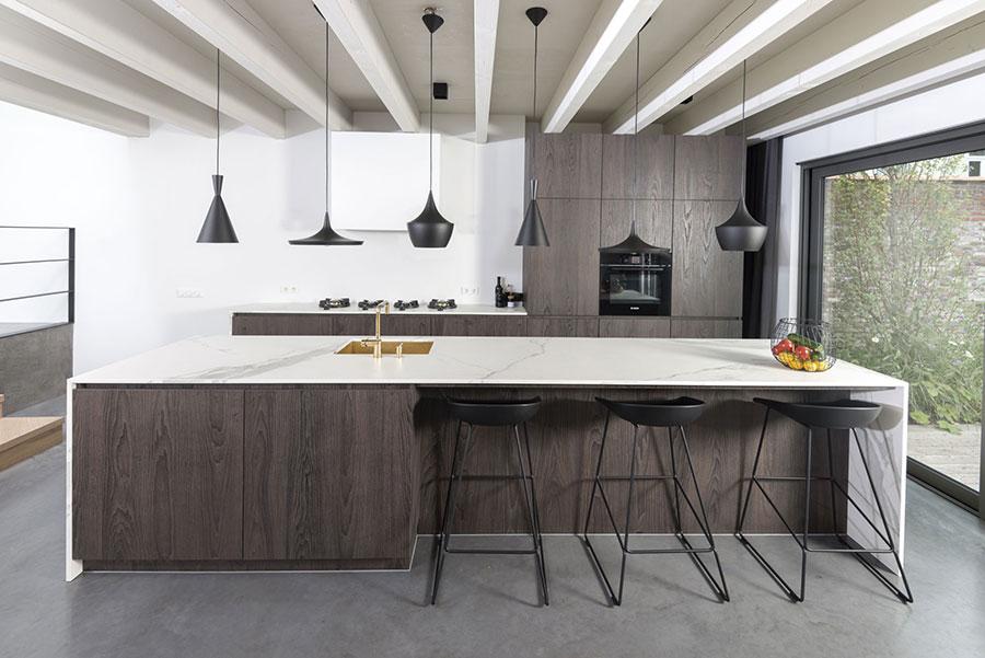 Modello di top per cucina in pietra sinterizzata n.01