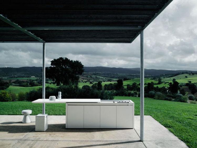 Cucina da esterno dal design moderno e funzionale n.12