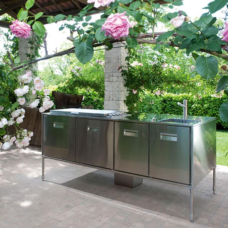 Cucina da esterno dal design moderno e funzionale n.13