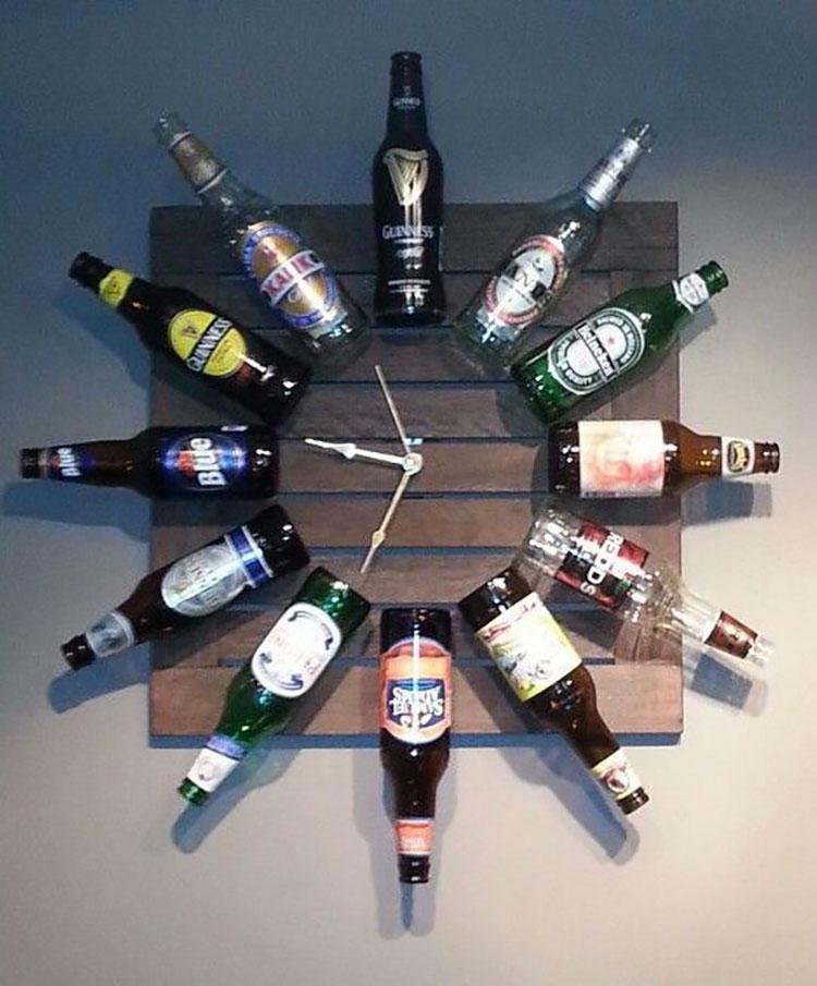 Orologio fai da te con bottiglie di birra