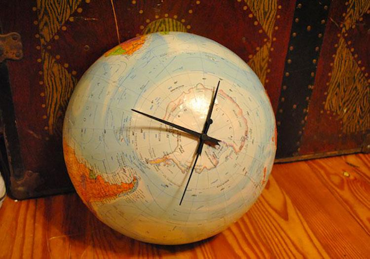 Orologio con mappamondo