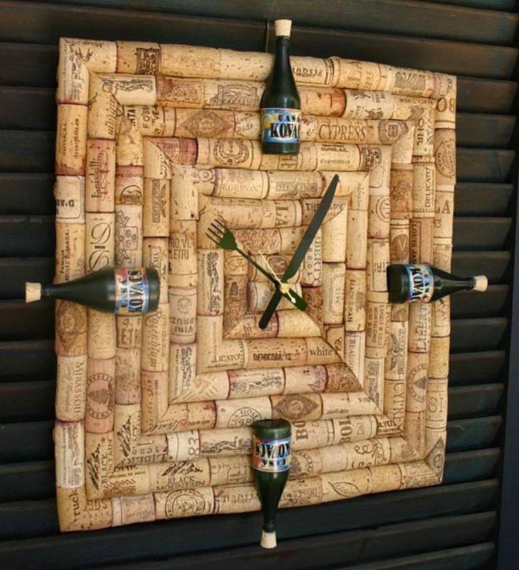 Orologio con tappi di sughero e bottiglie