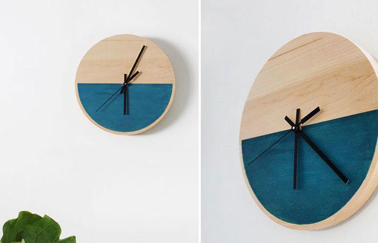 Orologio da parete in legno dipinto