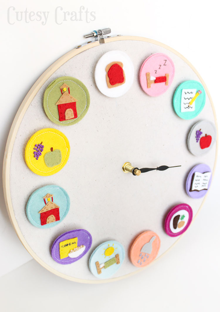 Orologio fai da te in feltro per bambini
