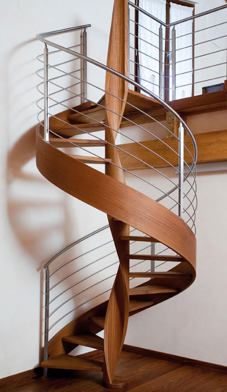 Modello di scala a chiocciola con struttura in legno n.01