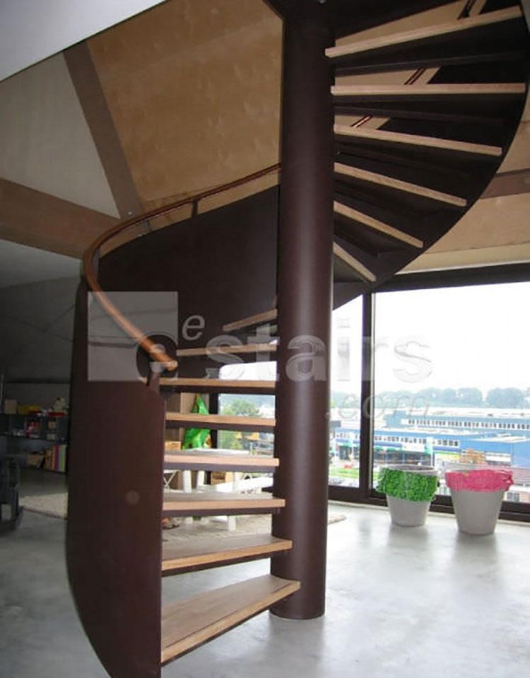 Modello di scala a chiocciola con struttura in legno n.04