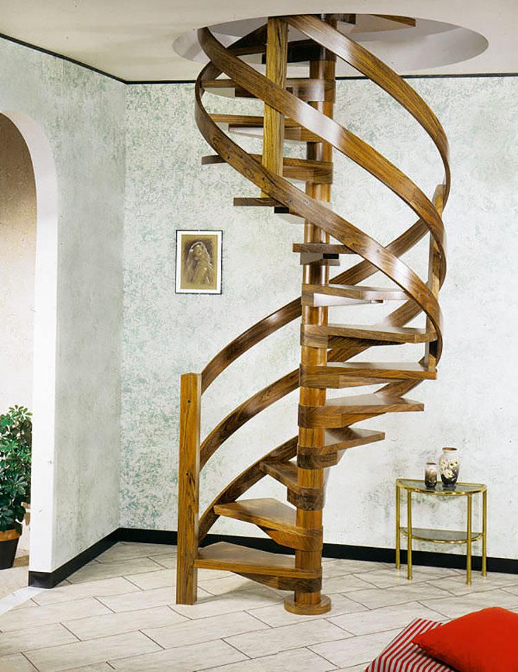 Modello di scala a chiocciola con struttura in legno n.11