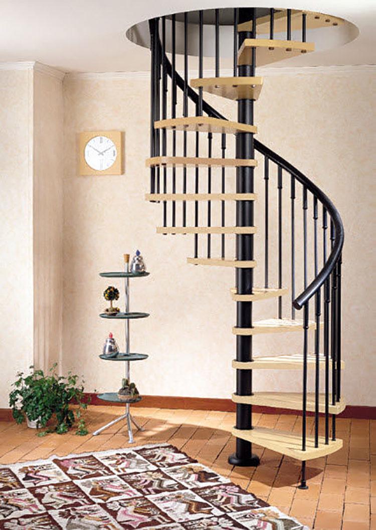 Modello di scala a chiocciola con struttura in legno n.13