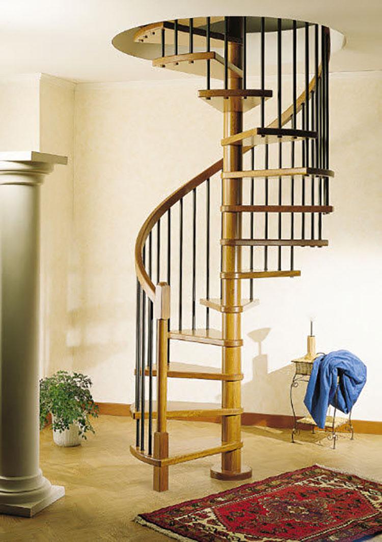 Modello di scala a chiocciola con struttura in legno n.14