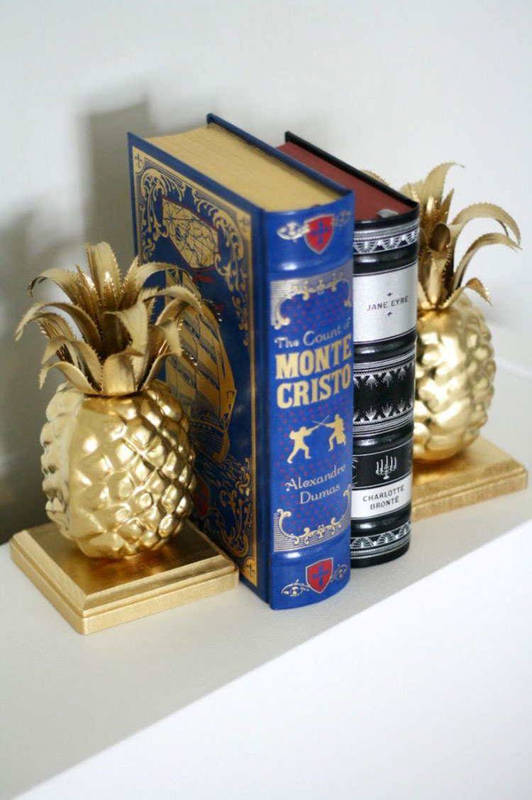 Fermalibri con ananas decorate