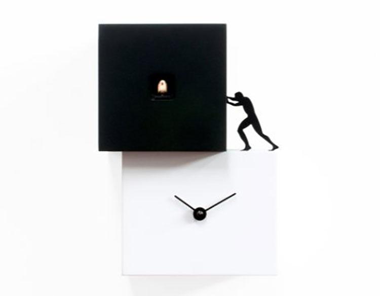 Orologio a cucù dal design moderno di Antonio Farina n.2