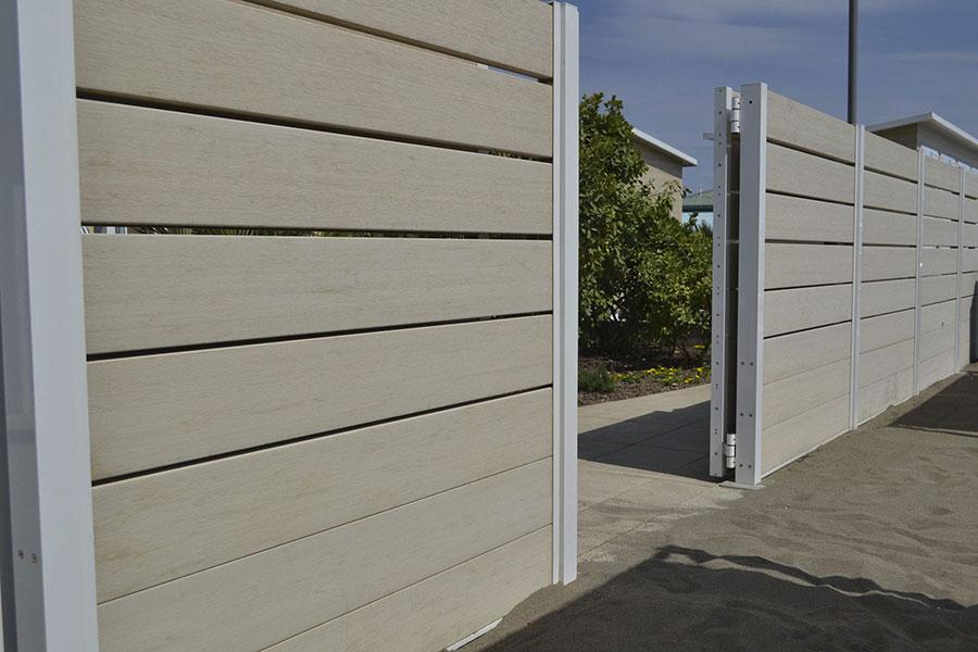 Modello di recinzione in legno per giardino n.08