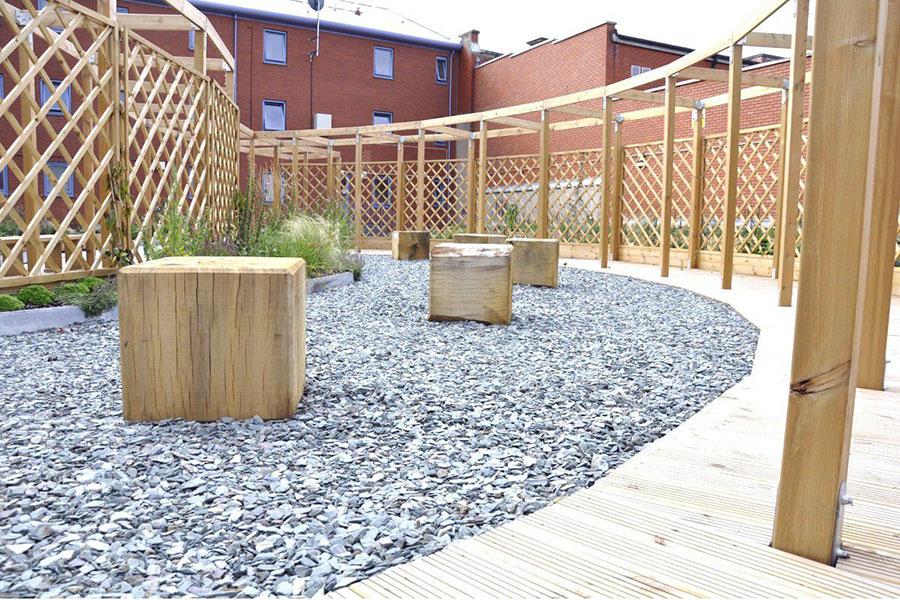 Modello di recinzione in legno per giardino n.11