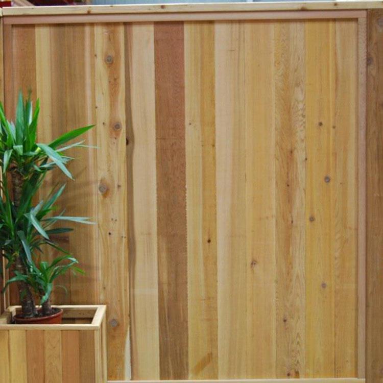 Modello di recinzione in legno per giardino n.12