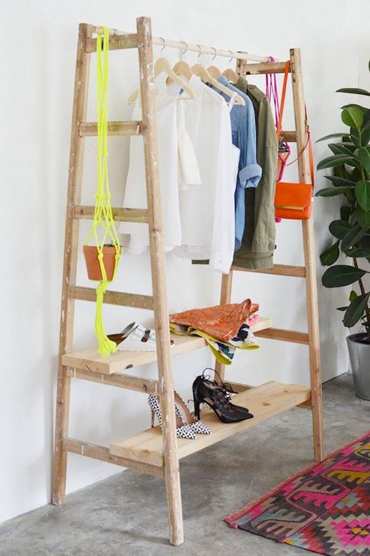 Idee per riciclare vecchie scale per creare appendiabiti e scarpiere n.02