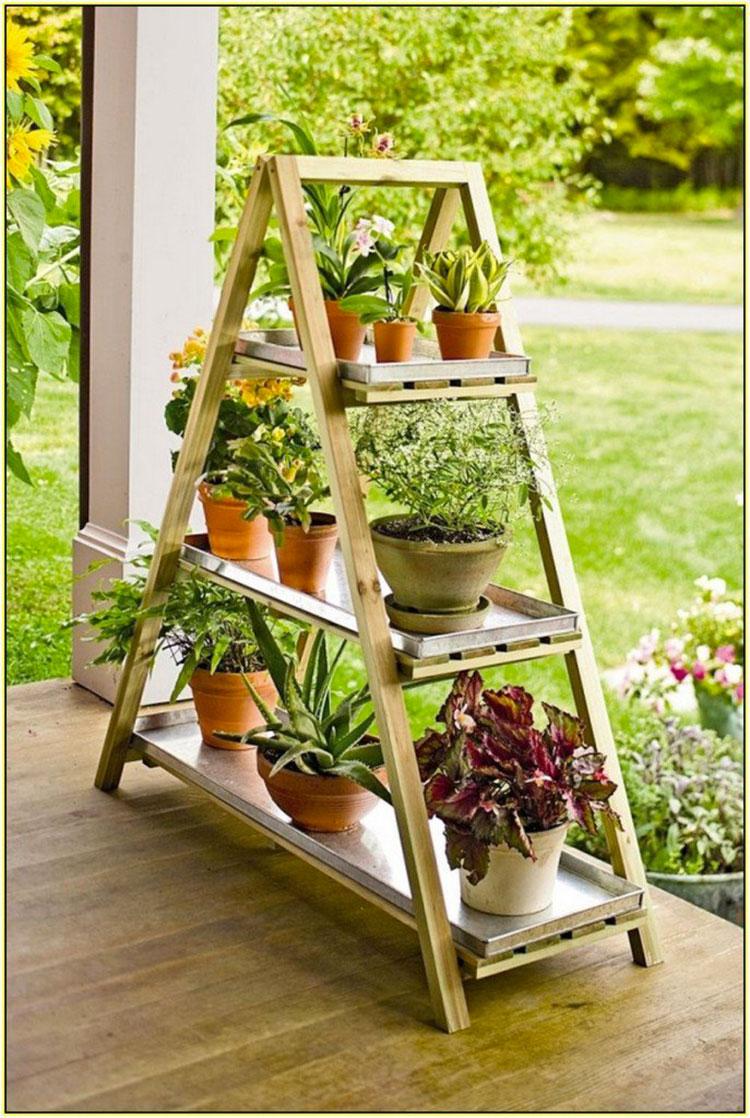 Supporti per piante creati con vecchie scale di recupero n.01