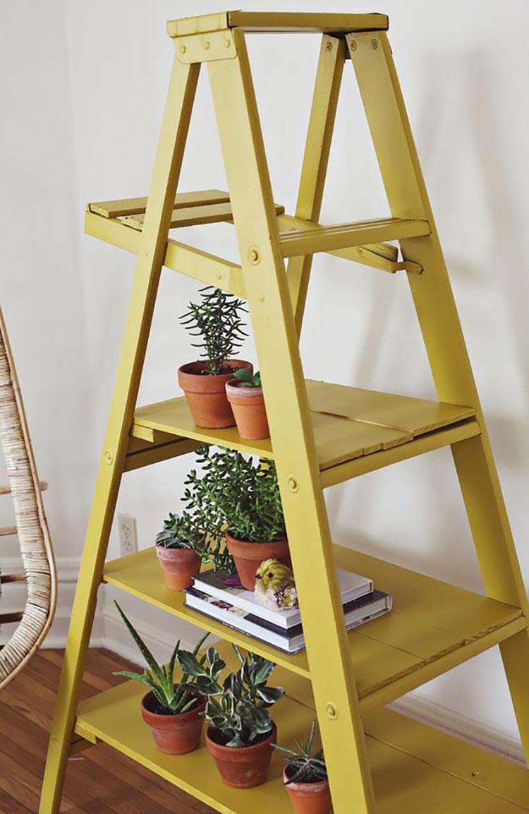 Supporti per piante creati con vecchie scale di recupero n.02