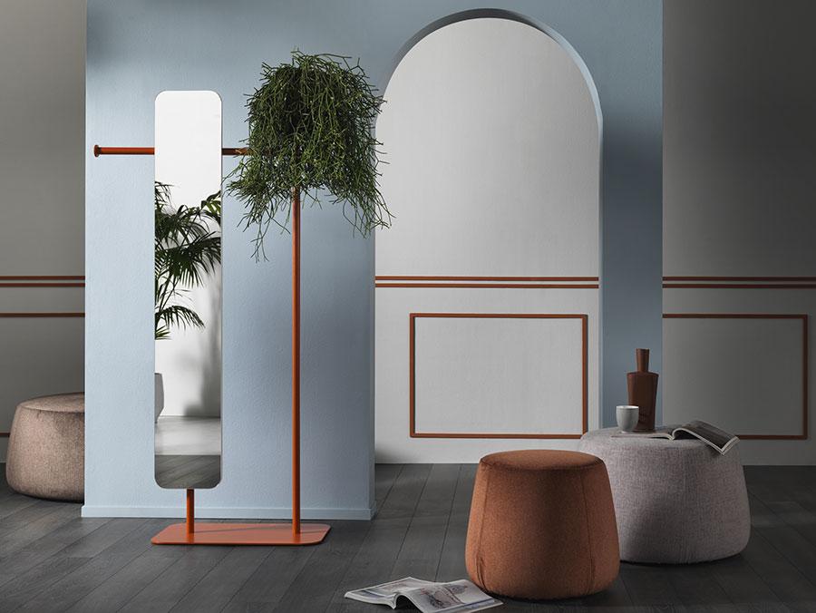 Modello di appendiabiti moderno con specchio n.06