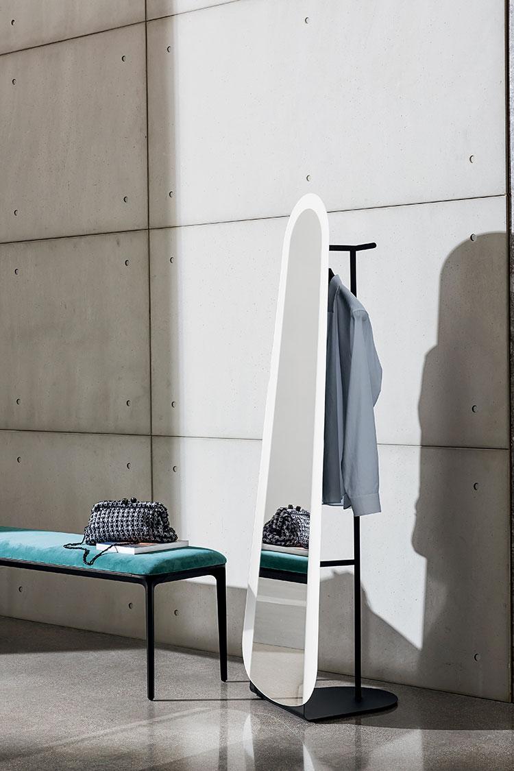 Modello di appendiabiti moderno con specchio n.07