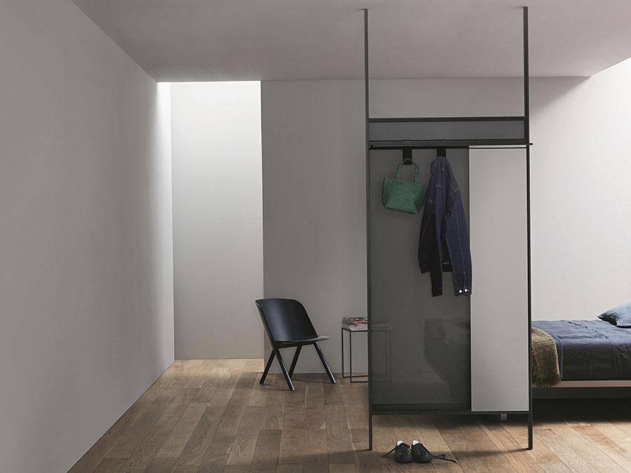 Modello di appendiabiti moderno con specchio n.08