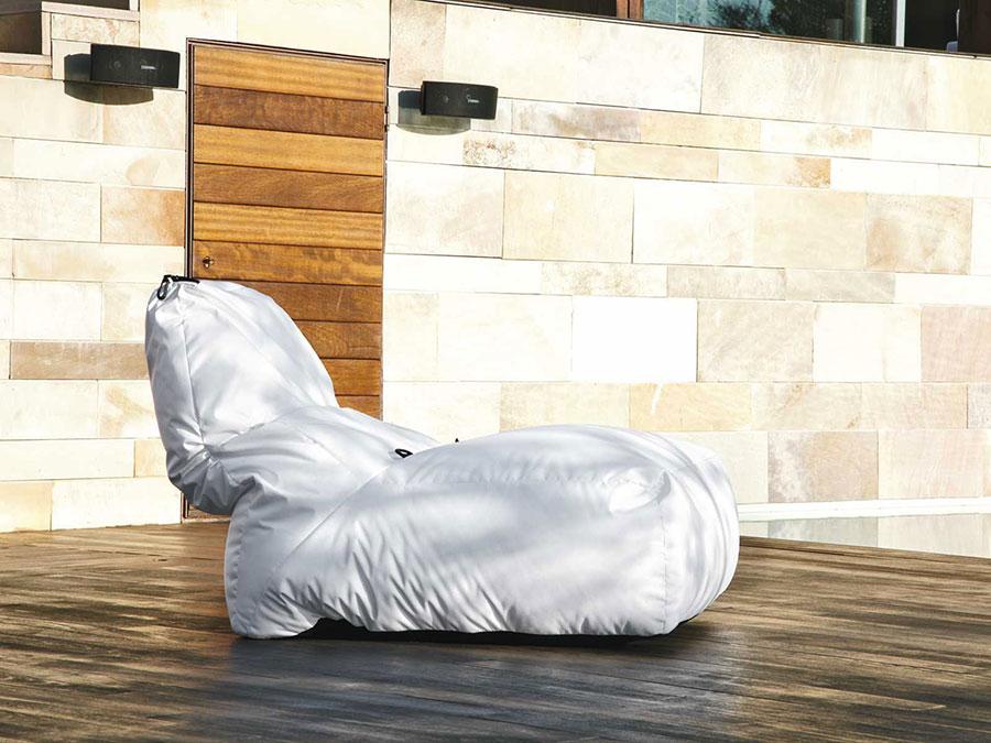 Modello di lettino da giardino dal design particolare n.05