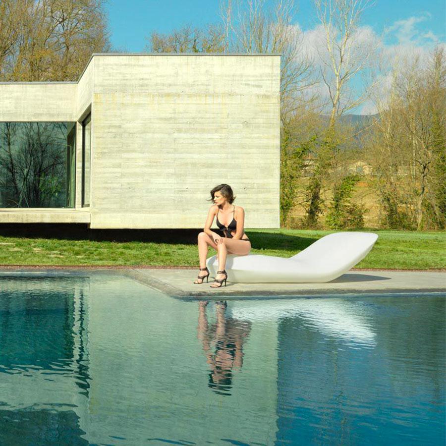 Modello di lettino da giardino dal design particolare n.07