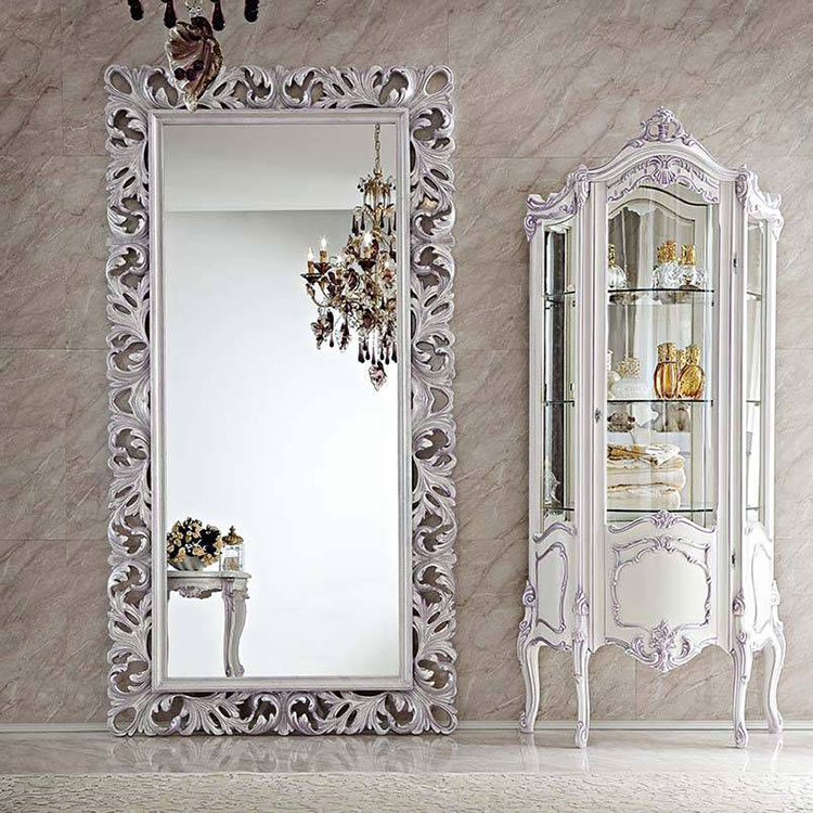 15 modelli di specchi da terra in stile classico for Cornici grandi dimensioni