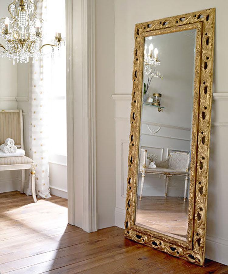 15 modelli di specchi da terra in stile classico for Specchio da terra ikea
