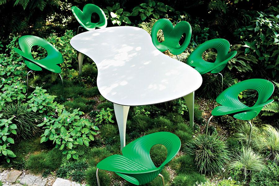 Tavolo da esterni dal design particolare n.01