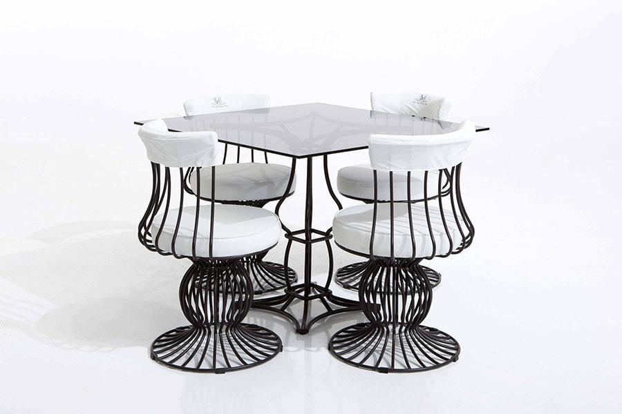 Tavolo da esterni dal design particolare n.06