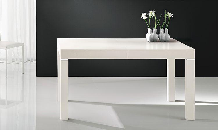 Modello di tavolo quadrato allungabile n.02