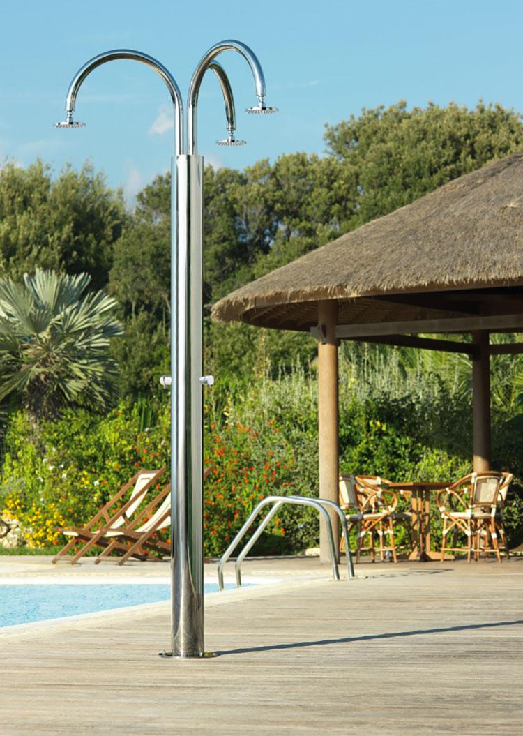 Modello di doccia da giardino dal design particolare n.02