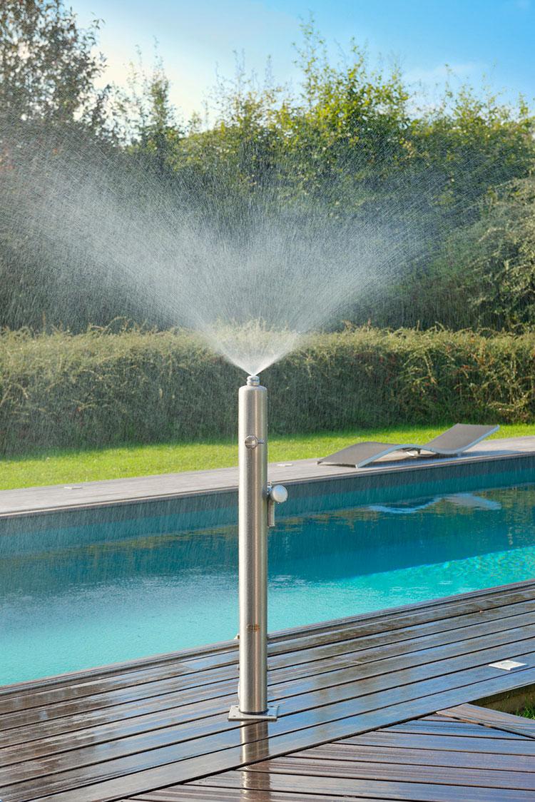Modello di doccia da giardino dal design particolare n.16