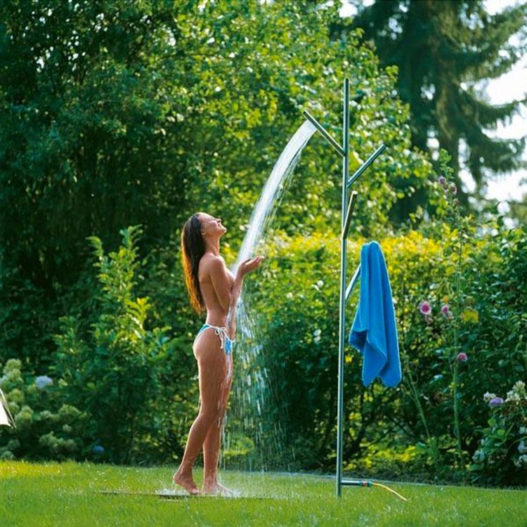 Modello di doccia da giardino dal design particolare n.20