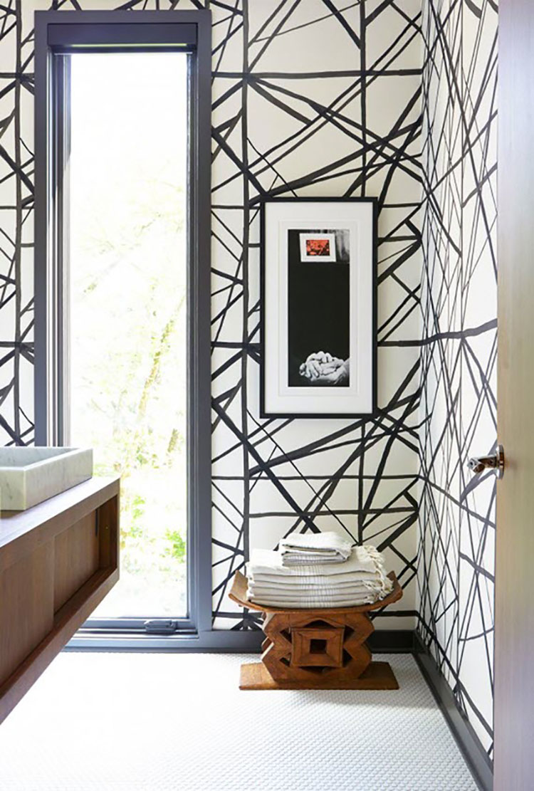Idee di arredo per un bagno bianco e nero n.14