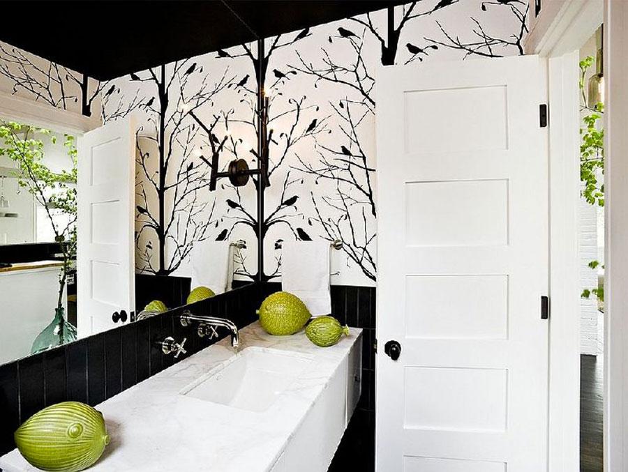 Idee di arredo per un bagno bianco e nero n.16