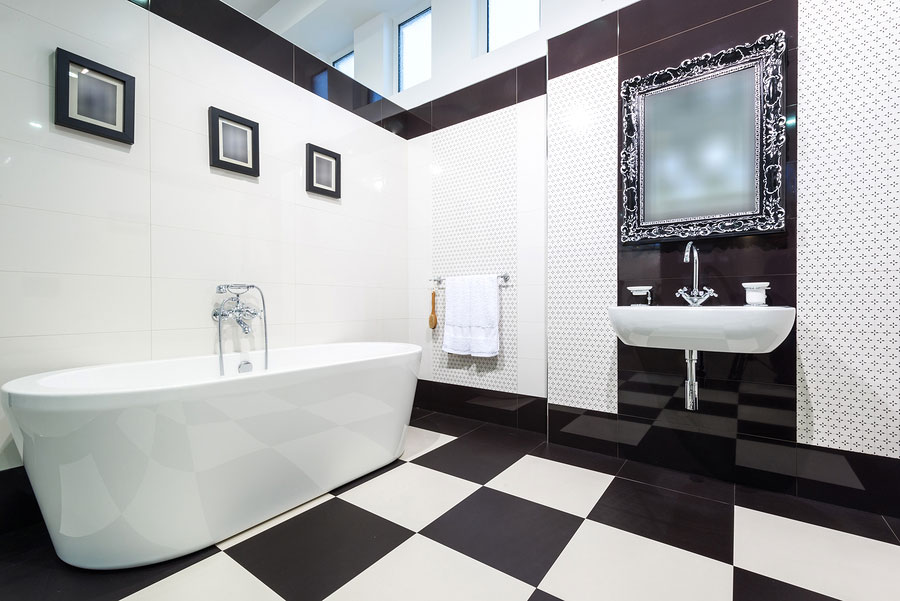 Idee di arredo per un bagno bianco e nero n.17