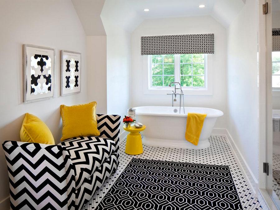 Idee di arredo per un bagno bianco e nero n.18
