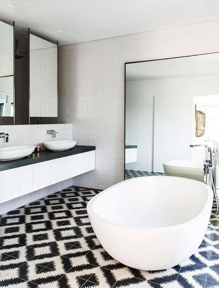 Idee di arredo per un bagno bianco e nero n.19