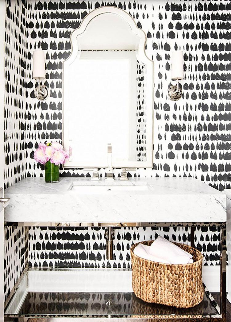 Idee di arredo per un bagno bianco e nero n.20